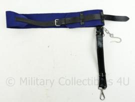 Kmar of Politie sabel draagstel met koppel - 71 x 6 cm - origineel
