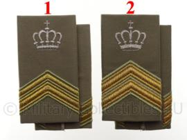 KL Desert epauletten instructeur - rang Sergeant der 1e klasse OF Sergeant-Majoor - met zilveren kroon - origineel