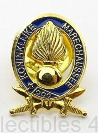 Kmar Koninklijke Marechaussee speld goudkleurig Bevelvoerend Commandant - 1,8 x 1,4 cm. origineel