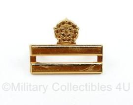 KL MILVA ENKELE dames  kraaginsigne goudkleurig Galjon 1962 1982  Rang Hoofd MILVA Geneeskundige dienst 3e klasse zomer uniform   - 2,5 x 1.5 cm - origineel