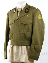 MVO officiers uniform jas Geneeskundige Troepen - met brevet op de borst en overgangsmodel kraagspiegels - 1e Luitenant Arts - maat 48 - origineel