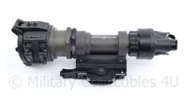 Surefire M952 KIT01  Millennium Light System wapenlamp - nieuw in de verpakking met M93 Surefire Weapon mount, P60 reserve lamp en afstandsschakelaar - 17,5 x 4,5 x 6 cm - origineel