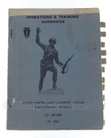 Army Infantry school 'Operations and training handbook' 1967 - 1st edition - origineel