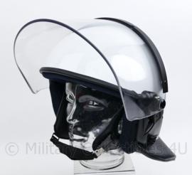 Nederlandse ME helm wit met beschermhoes - TOPSTAAT - maker MSA - maat 59/60 - origineel