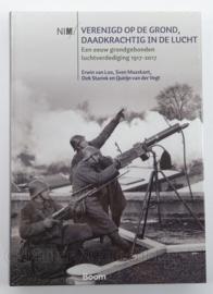Boek Verenigd op de grond daadkrachtig in de lucht - Een eeuw grondgebonden luchtverdediging 1917-2017 - afmeting 30,5 x 21,5 cm - origineel