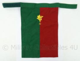 KL Landmacht halssjaal 42e Regiment Limburgse Jagers - afmeting 34 x 23 cm - origineel