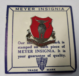 "US Army 5th Engineer Battalion unit crest ""strength and courage"" metaal - maker Mayer"" - origineel"