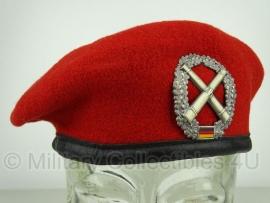 Originele rode baret  - Artillerie  - maat 56 tm. 64 - origineel
