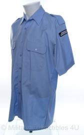 KMAR Koninklijke Marechaussee overhemd lichtblauw met straatnamen  - huidig model - korte mouw - maat 50 = 3xl - NIEUW in verpakking - origineel