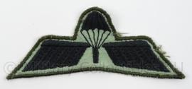 KL GVT Landmacht Parawing B Brevet - zwart op groen - afmeting 10 x 4 cm - origineel