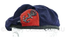 Korps Mariniers baret met origineel insigne - zwaar gedragen slechte staat - vlootpersoneel logistieke dienst - blauw - maat 56 - origineel