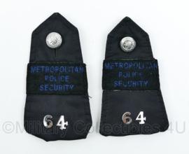 Britse Metropolitan Police Security epauletten met nr van de agent  64 - 13 x 8 cm - orgineel