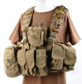 Defensie en Korps Mariniers Profile Equipment plate carrier coyote met alle tassen zonder ballistische inhoud - gedragen - origineel
