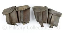 Oostenrijks WO2 Steyr paar patroon tassen  - donkerbruin leer - gedateerd 1930 - 18 x 10 x 5 cm - origineel