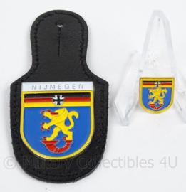 KL Landmacht DT borsthanger Nijmegen met speld - afmeting 4 x 9 cm - origineel