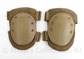 Nederlandse leger en Korps Mariniers kniebeschermers Coyote Tan - gebruikt - 26 x 17 cm -  origineel