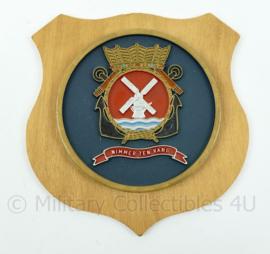 """Koninklijke Marine Vliegtuig Squadron 7 - """"Nimmer ten Vang"""" - wapenschild squadron 7 - afmeting 15,5 x 15,5 x 1,5 cm - origineel"""