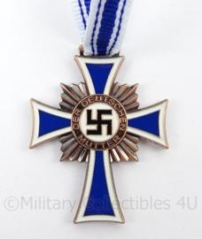 Mutterkreuz in brons met neklint - replica