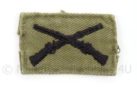 US Army Vietnam Oorlog kraag insigne Infantry - afmeting 4,5 x 3 cm - origineel