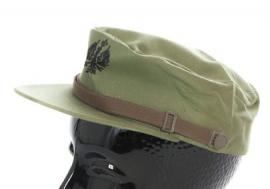 Spaanse groene leger pet met zwarte opdruk -  54 of 60 cm. - origineel
