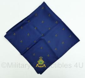 """Marine sjaal - donkerblauw met zwaardiconen - """"Conjunctis viribus subnixi"""" - 75 x 75 cm - gedragen - origineel"""