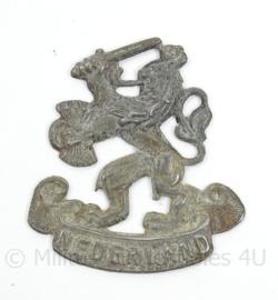 Zinken nederlandse leeuw met tekst Nederland insigne - Prinses Irene Brigade 1945 en direct erna en MVO - afmeting 3,5 x 4 cm - origineel