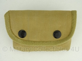 USMC Type III model khaki compass & first aid pouch - model met haak achterop