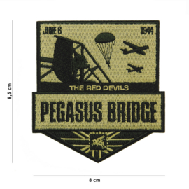 Embleem stof PEGASUS bridge The Red Devils June 6 1944 - 8,5 x 8 cm.