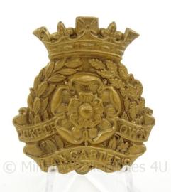 WO2 Britse baret of cap insigne Duke of Lancaster's Own Yeomanry - afmeting 4 x 4,5 cm - origineel