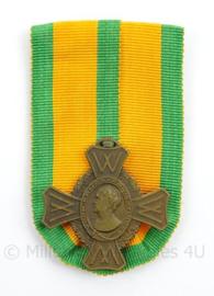Nederlandse medaille voor Krijgsverrichtingen - maker: Fa A Tack - afmeting 5 x 8,5 cm - origineel