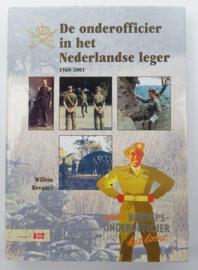 Boek De Onderofficier in het Nederlandse leger 1568-2001 - Willem Bevaart - afmeting 24,5 x 18 cm - origineel