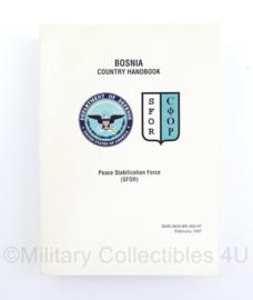 Defensie SFOR Bosnia country handbook 1997 - 18 x 13 x 2,5 cm - origineel