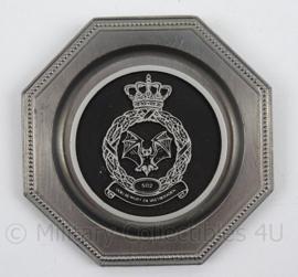KLu Luchtmacht 502nd Squadron wandbordje - afmeting 8 bij 8 cm - origineel