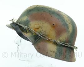 Replica wo2 Duitse M40 helm met Normandie camo en prikkeldraad  Maat 68