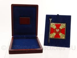 Poolse vaandel in geschenkendoosje als herrinneringskado. Doosje is 13 x 15,5 cm - origineel