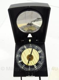 DDR kompas set met dubbele luchtbel - marschkompass F73 - mogelijk kapot - origineel
