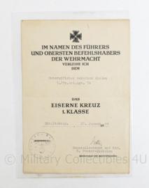 Zeldzame WO2 Duitse oorkonde Ek1 Eiserne Kreuz 1 - klasse 1944 van Panzer Artillerie Regiment met handtekening Generalleutenant - 24 x 17 x 1 cm - origineel