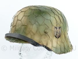 Replica Wo2 Duitse M40 Heer Normandie camo helm met double decal en chicken wire - mooi verouderd