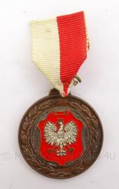 Poolse medaille met lint - 8 x 4 cm - origineel