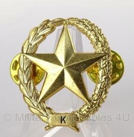 Metalen Schuttersembleem  K (Karabijn) - origineel