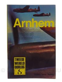 Boek Arnhem parachutisten vallen uit de hemel