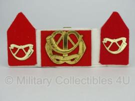 KL baret speld en kraagspiegel set - Regiment Infanterie Menno van Coehoorn - origineel