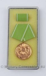 DDR medaille voor uitstekende dienst Binnenlandse zaken inclusief doosje - ter decoratie - origineel