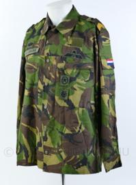 KL Woodland basisjas met insignes en Nederlandse en Amerikaanse parawing - maat 6080/0005- origineel