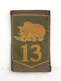 """KL Nederlandse leger eenheid arm embleem  13e gemechaniseerde brigade 8 x 5,5 cm. - met """"lichte 13"""" met klittenband - origineel"""