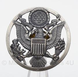 US Army of US Air Force USAF post war Enlisted visor cap insignia ZILVER -  metaal - 4,5 cm. diameter