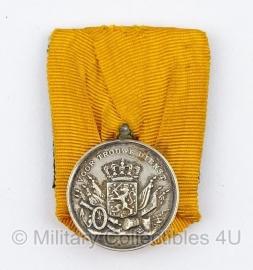 Zilveren Nederlandse medaille voor 24 jaar Trouwe Dienst - Juliana - origineel