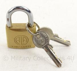 Nederlands Leger hangslot Eurosafety - messing - met 2 sleutels - nieuw in de verpakking - 3 x  3,1 x 1,3 mm - origineel