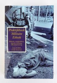 Militair handboek Praktijkboek Militaire Ethiek - origineel