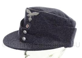 Duitse M43 pet Luftwaffe  officier graublau / BLAUW - MET insignes  - meerdere maten - replica